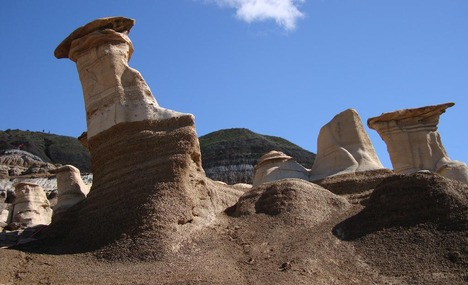 4929453-The Hoodoos and painted canyons Drumheller