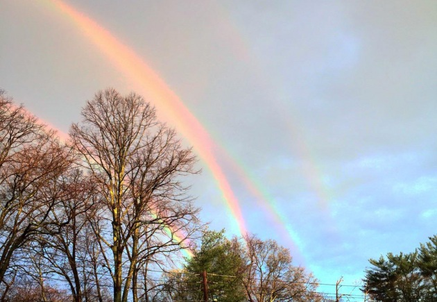 Arcobaleno quadruplo? La foto da Glen Cove, New York