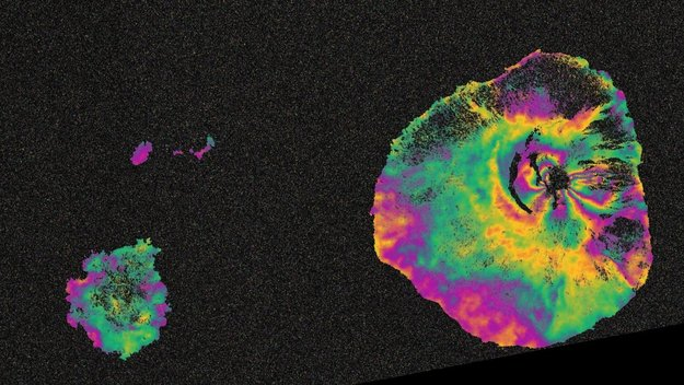 Sentinel-1 maps Fogo eruption large
