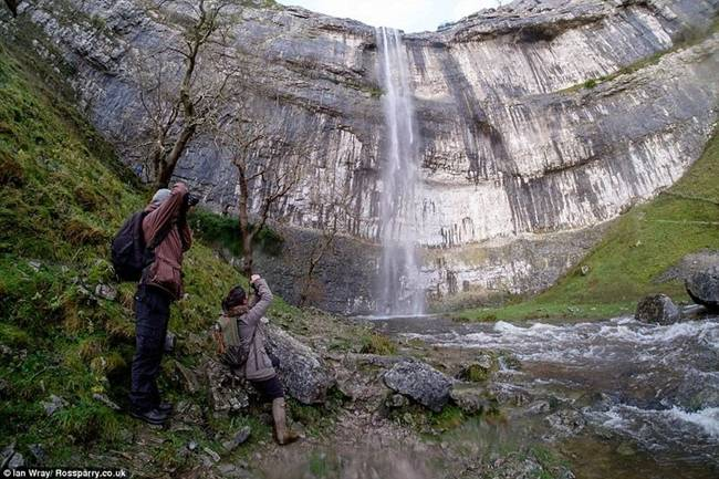 malham cove waterfall 66