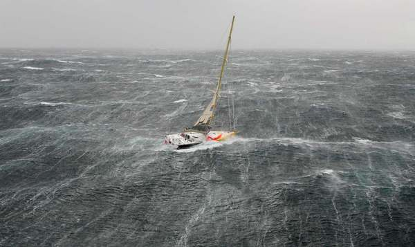 yacht-in-storm1