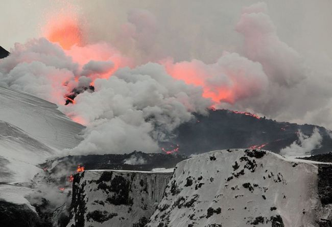 steam clouds as lava melts glacier 800x546